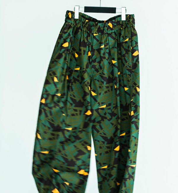 モテ系メンズファッション|【トゥモローランド/TOMORROWLAND】 コットンウェザーカモ デザインイージーパンツ